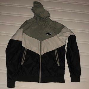 Nike windbreaker size small men